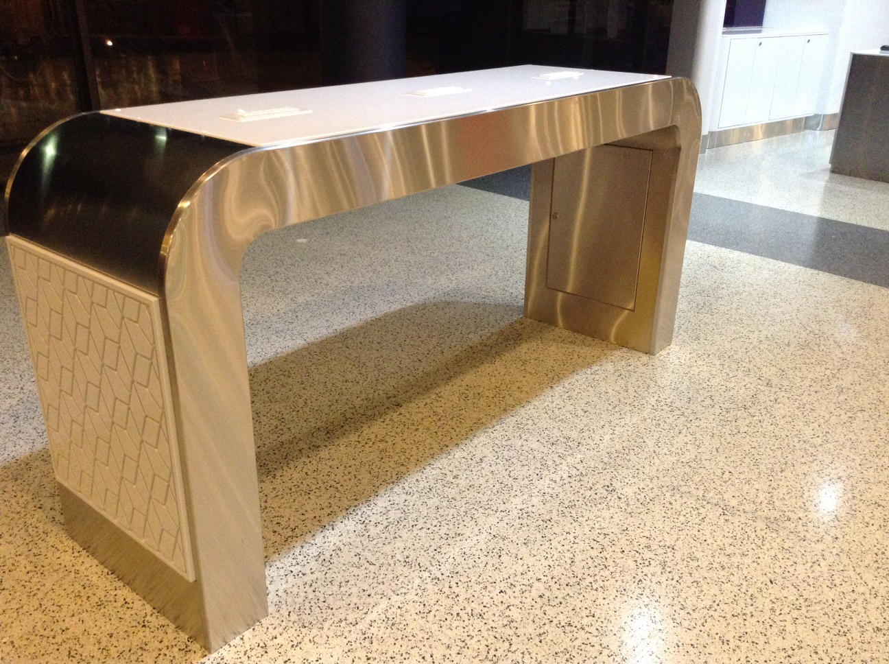 CUSTOM-LAPTOP-TABLE